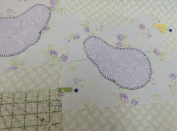 Chicken tea cozy- placing beck and tag