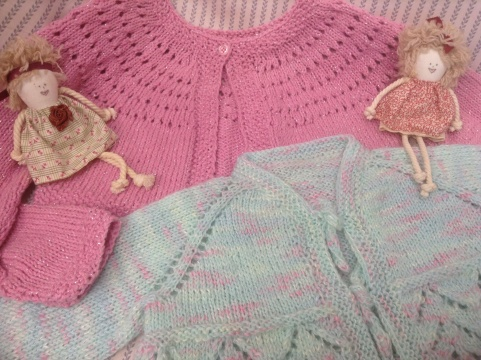 Knitted with Sidar yarn.